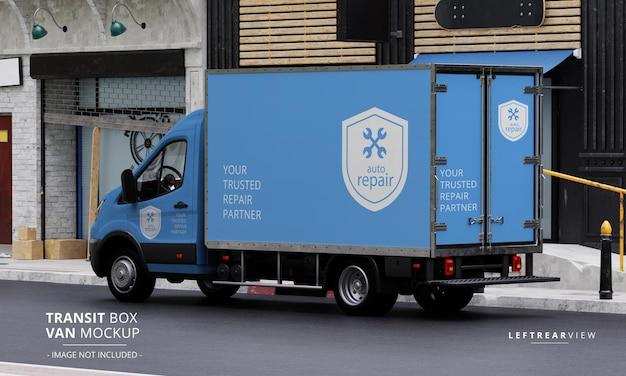 Maqueta de furgoneta de caja de tránsito en la calle desde la vista trasera izquierda
