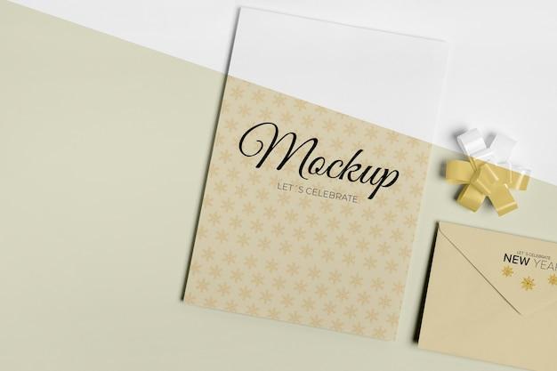 Maqueta de invitación de año nuevo con cinta plana