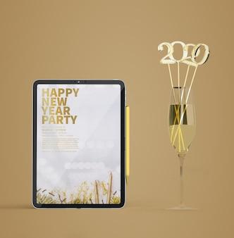 Maqueta de ipad con concepto de año nuevo