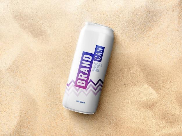 Maqueta de lata delgada en la playa