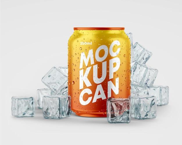 Maqueta de lata metálica pequeña con gotas y hielo.