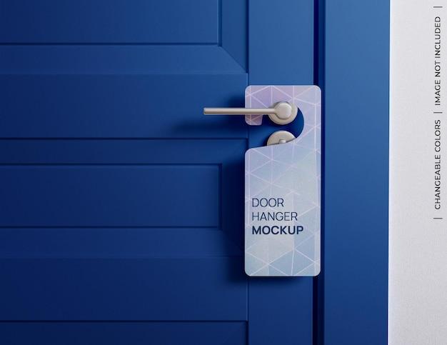 Maqueta de letrero de etiqueta de suspensión de puerta personalizable aislado