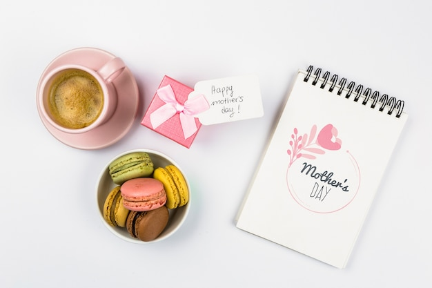 Maqueta de libreta con concepto del día de la madre