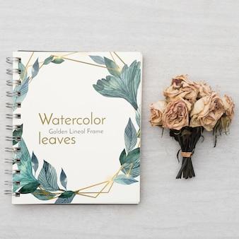 Maqueta de libreta con concepto floral