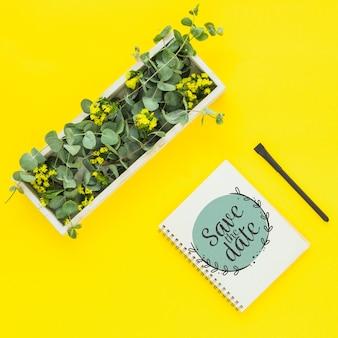 Maqueta de libreta con decoración floral para boda o cita