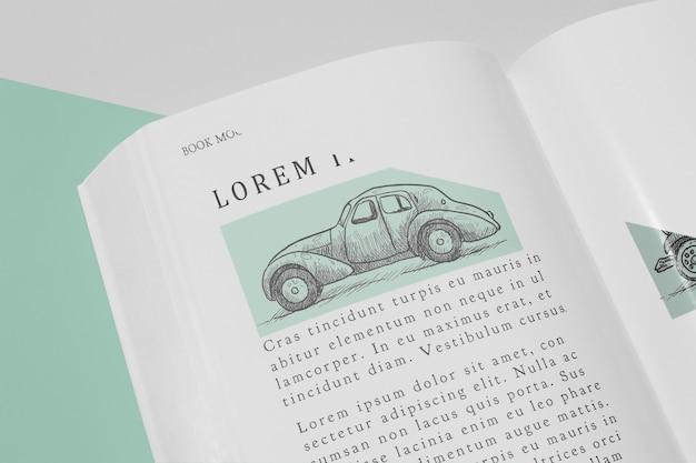 Maqueta de libro abierto de alto ángulo con ilustración de coche