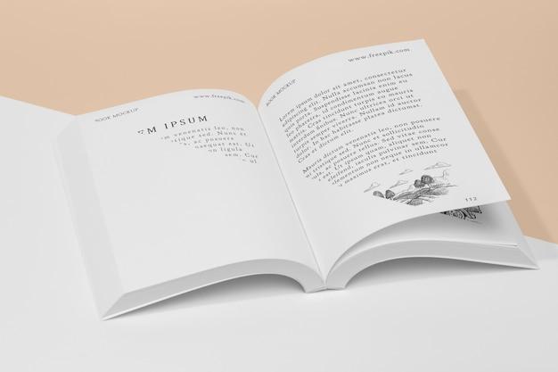 Maqueta de libro abierto de alto ángulo con ilustración