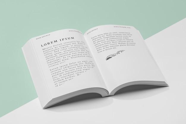 Maqueta de libro abierto de alto ángulo
