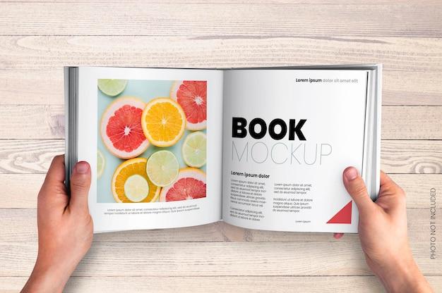 Maqueta de libro de forma cuadrada