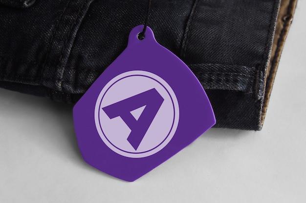 Maqueta de logo de etiqueta colgante para jeans