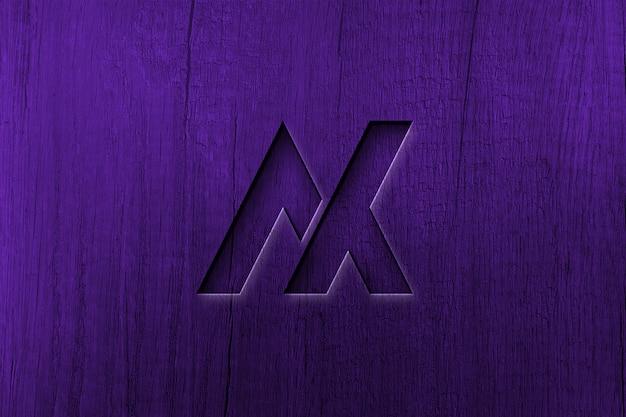 Maqueta de logo fotorrealista sobre madera