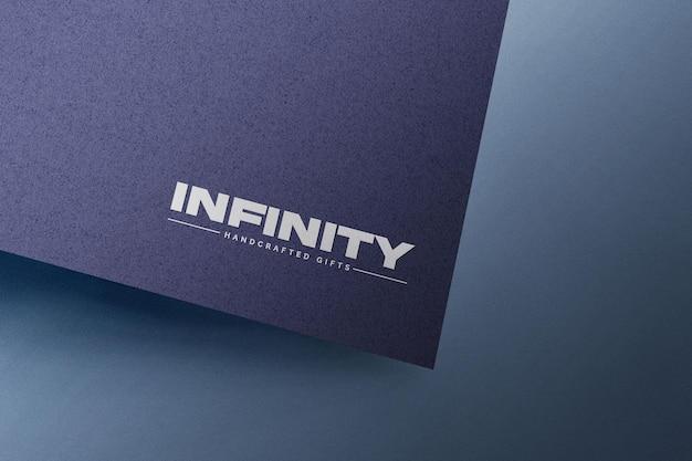 Maqueta de logo grabado en papel