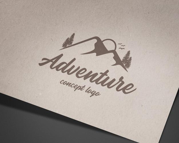 Maqueta de logo de lujo en papel con estilo vintage