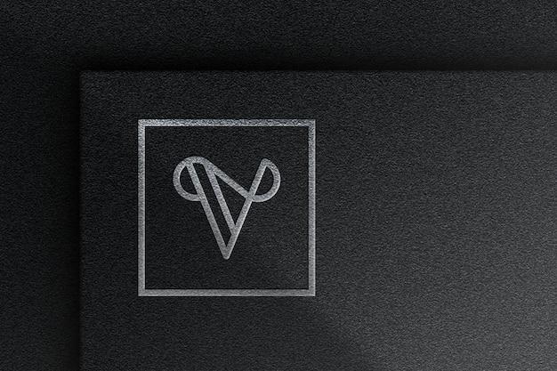 Maqueta con logo plateado elástico con papel negro