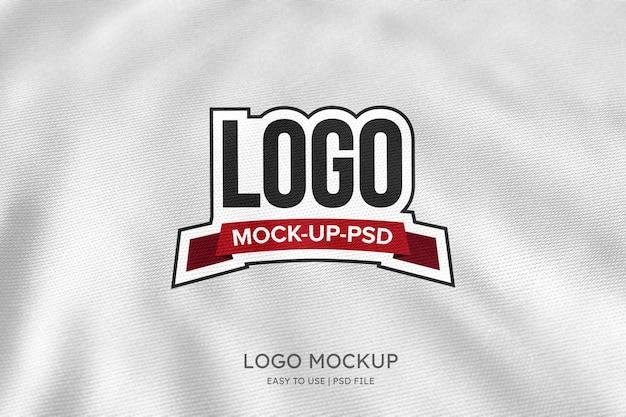 Maqueta de logo en tela blanca
