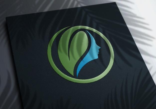 Maqueta de logotipo bordado