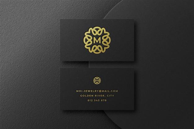 Maqueta de logotipo dorado de lujo en tarjeta de visita