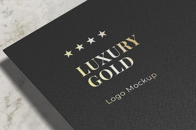 Maqueta de logotipo dorado de lujo