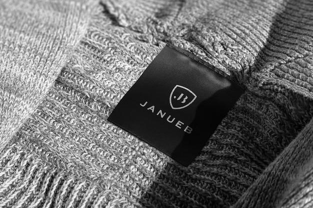Maqueta de logotipo etiqueta de suéter gris