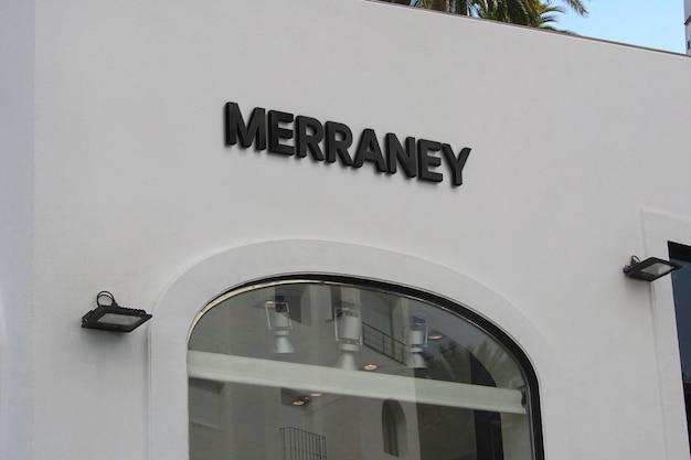 Maqueta de logotipo, fachada blanca, letrero negro