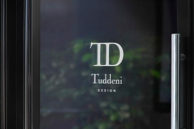 Maqueta de logotipo de letrero de ventana de puerta de lujo