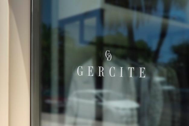 Maqueta de logotipo de letrero de ventana de ropa