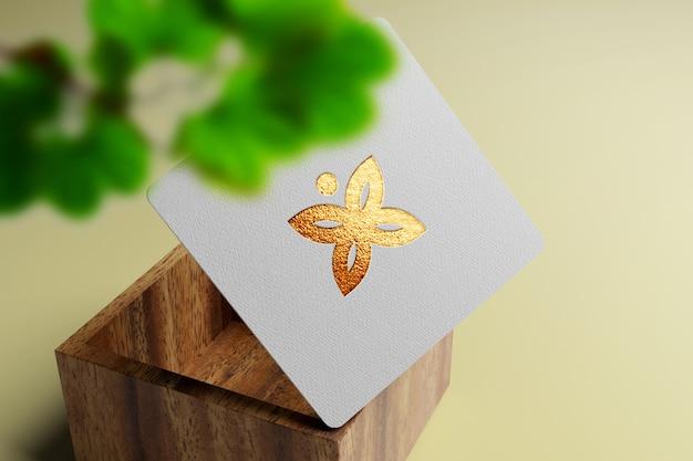 Maqueta de logotipo de lujo elegante y minimalista en tarjeta de visita