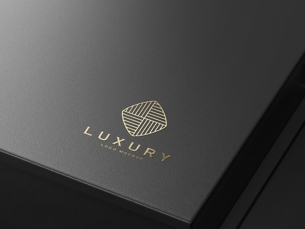 Maqueta de logotipo de lujo en relieve de oro realista