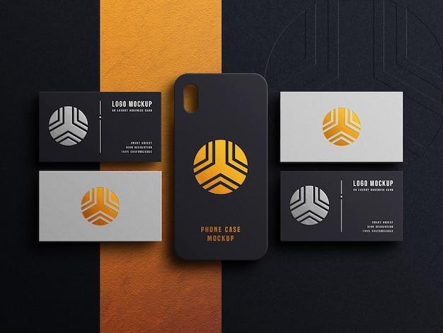 Maqueta de logotipo de lujo en tarjeta de visita y carcasa de teléfono con efecto tipográfico y relieve