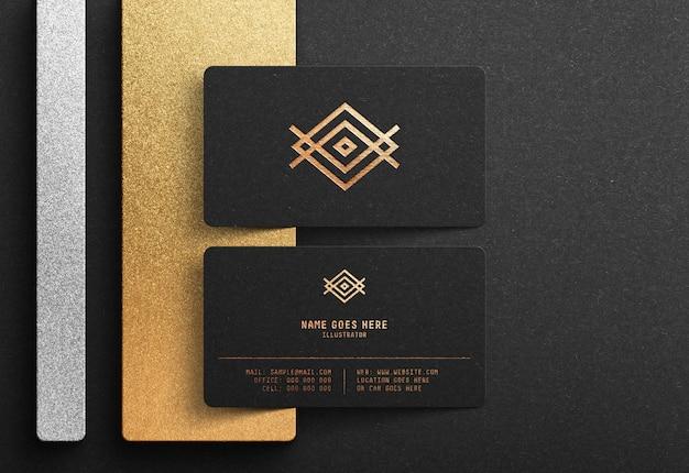 Maqueta de logotipo de lujo en tarjeta de visita negra