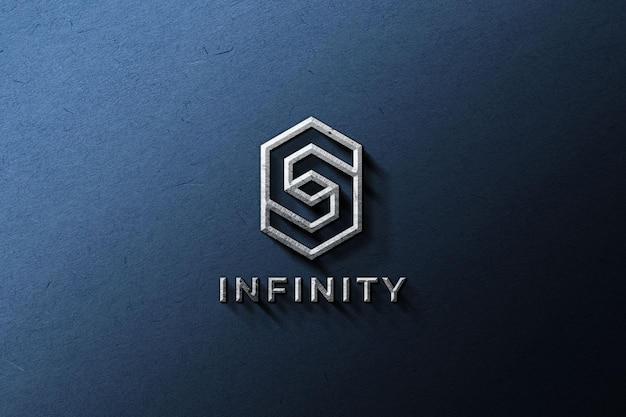 Maqueta de logotipo metálico en una pared azul