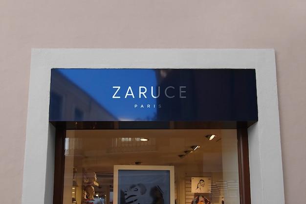Maqueta de logotipo moderno cartel de fachada azul reflectante