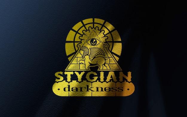 Maqueta de logotipo de oro arrugada de lona azul