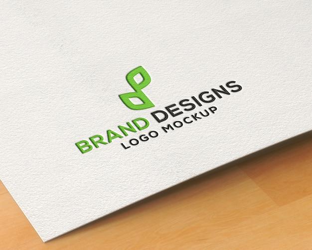Maqueta de logotipo de papel prensado