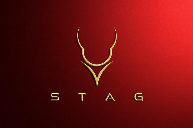 Maqueta de logotipo de papel rojo en relieve dorado de lujo