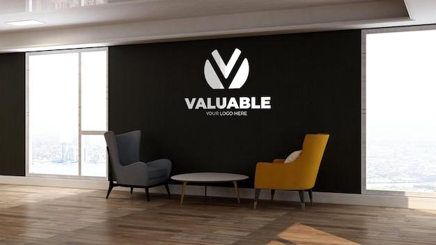 Maqueta de logotipo de pared 3d en la sala de espera del vestíbulo de la oficina con dos sillas para relajarse