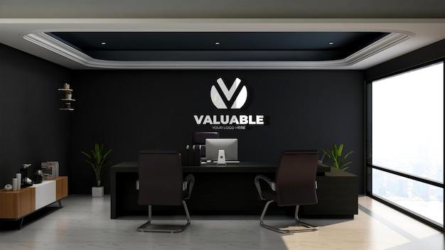 Maqueta de logotipo realista en la sala del administrador de la oficina