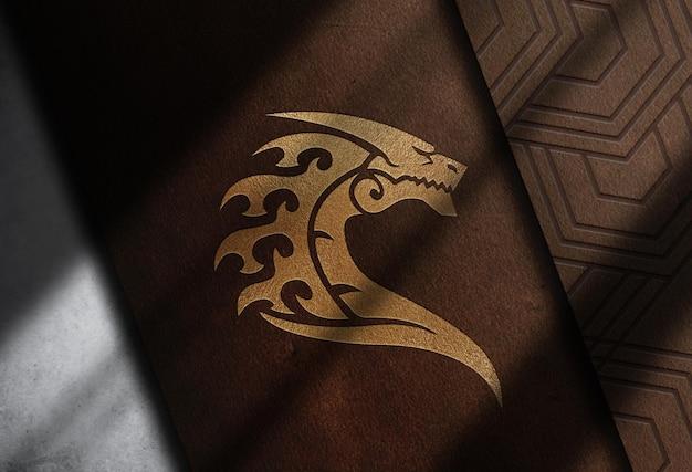Maqueta de logotipo en relieve de cuero de primer plano de lujo