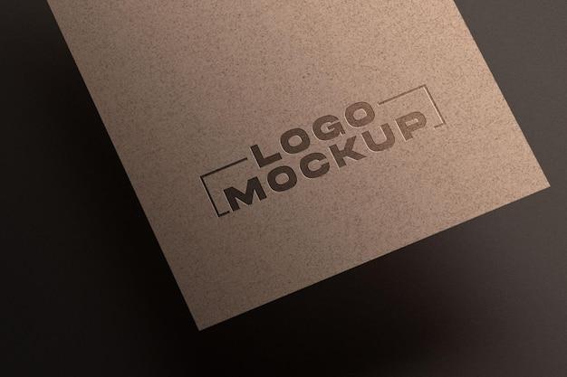 Maqueta de logotipo en relieve en papel kraft