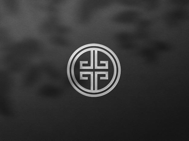 Maqueta de logotipo de tarjeta oscura de lujo con efecto plateado