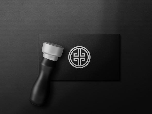 Maqueta de logotipo de tarjeta oscura de lujo con sello