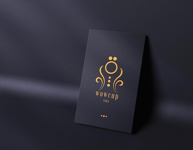 Maqueta de logotipo de tipografía de lujo en tarjeta de visita