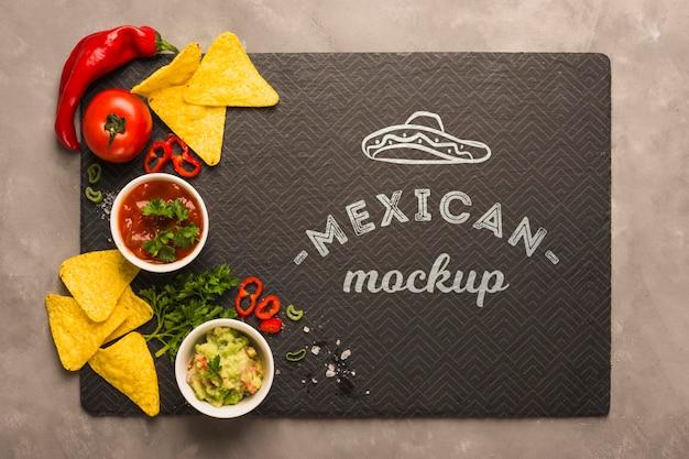 Maqueta de mantel de restaurante mexicano con ingredientes en la parte superior