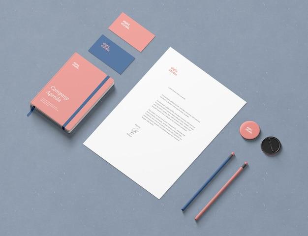 Maqueta de marca isométrica y papelería