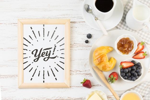 Maqueta de marco con concepto de desayuno