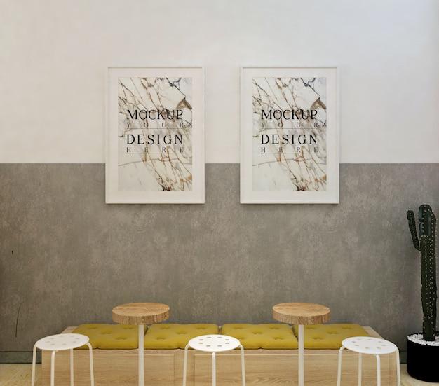 Maqueta de marco de fotos en café moderno con sillas cómodas