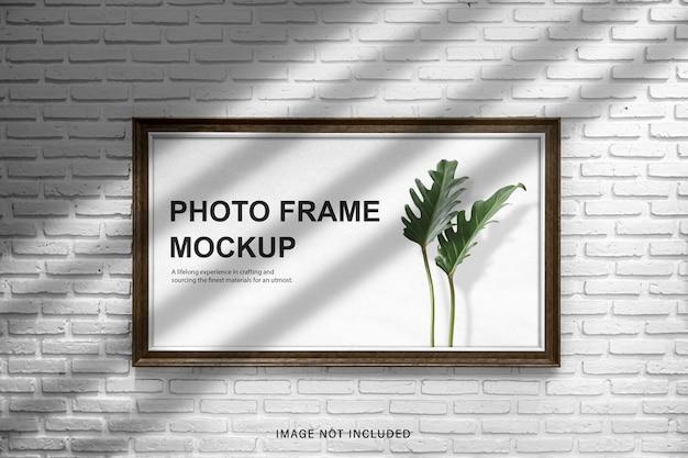 Maqueta de marco de fotos de espacio de diseño de pared