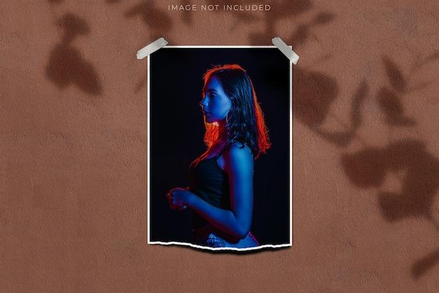Maqueta de marco de fotos para fotografías con superposición de sombras