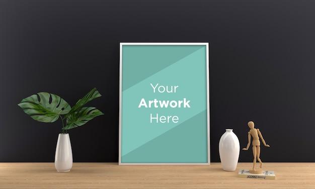 Maqueta de marco de fotos vacío con planta verde