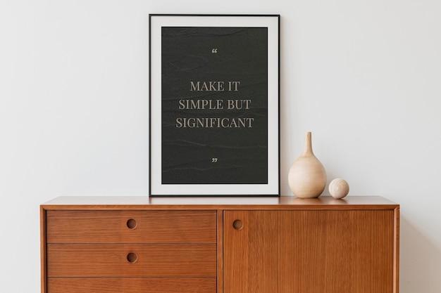 Maqueta de marco de imagen psd en una habitación mínima.